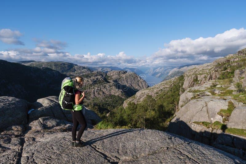Roche de pupitre de voie, Norvège photographie stock libre de droits