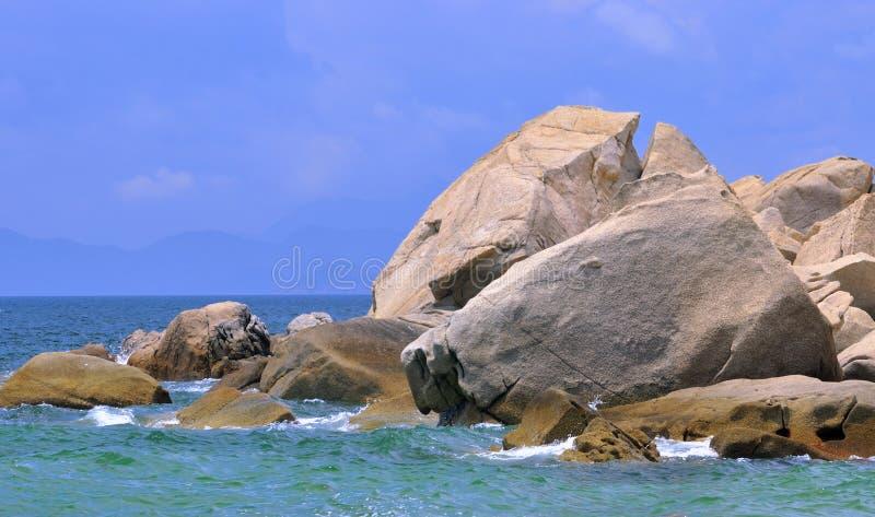 Roche de rivage de mer photos libres de droits