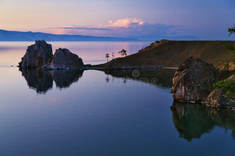 Roche de Shaman sur l'île d'Olkhon, lac Baikal photos libres de droits