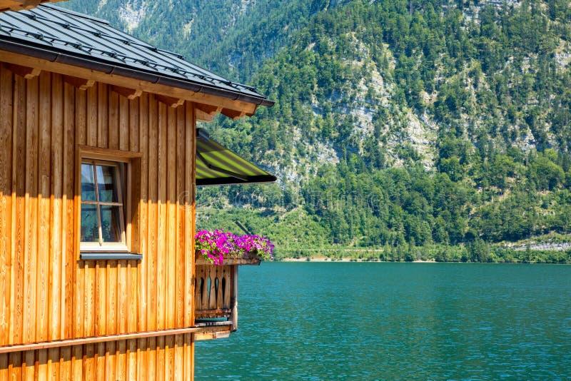 Roche Hallstadt Autriche Forrest Window Balcony de lac cottage photos libres de droits