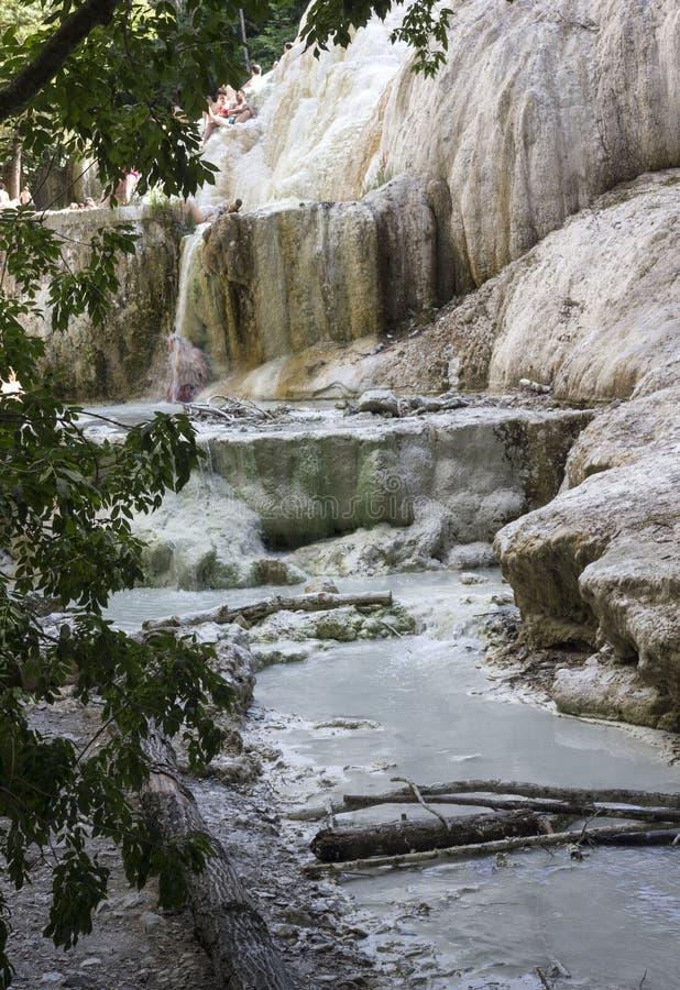 Roche minérale de Bagni San Filippo en Italie images stock
