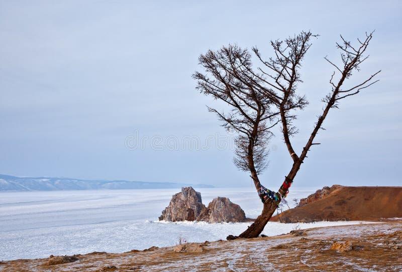 Roche mystérieuse Shamanka d'île d'Olkhon sur le lac Baïkal photos libres de droits