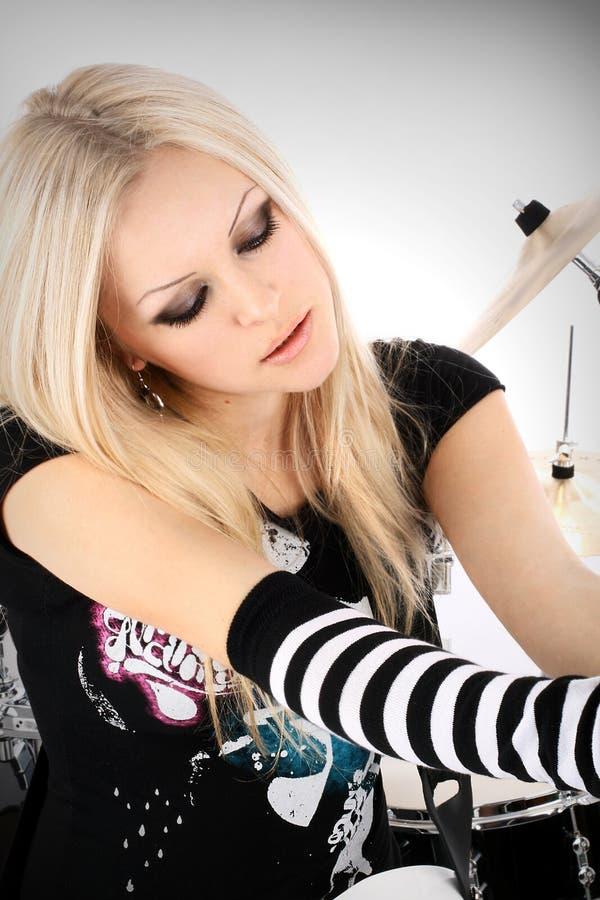 Roche-n-roulez avec la belle blonde images libres de droits
