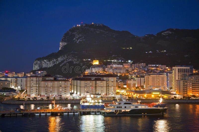 Rocher de Gibraltar la nuit photographie stock libre de droits