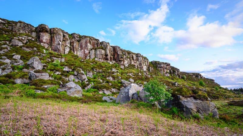 Rochers au-dessous de grand rocher de Wanney photographie stock