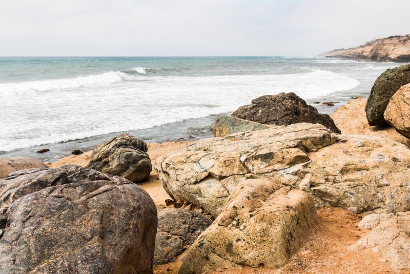 Rochers au point Loma Tide Pools à San Diego images stock
