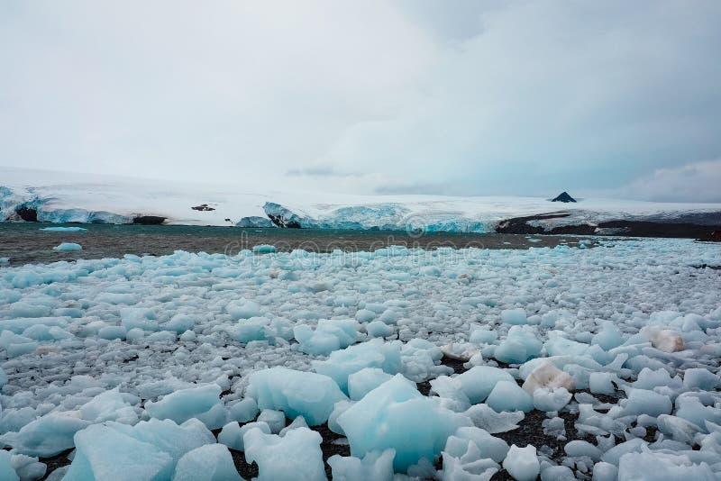 Rochers de glace interrompus du glacier antarctique image libre de droits