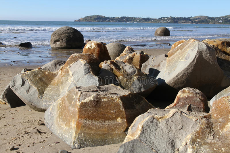 Rochers de Moeraki, grandes pierres sphériques photographie stock libre de droits