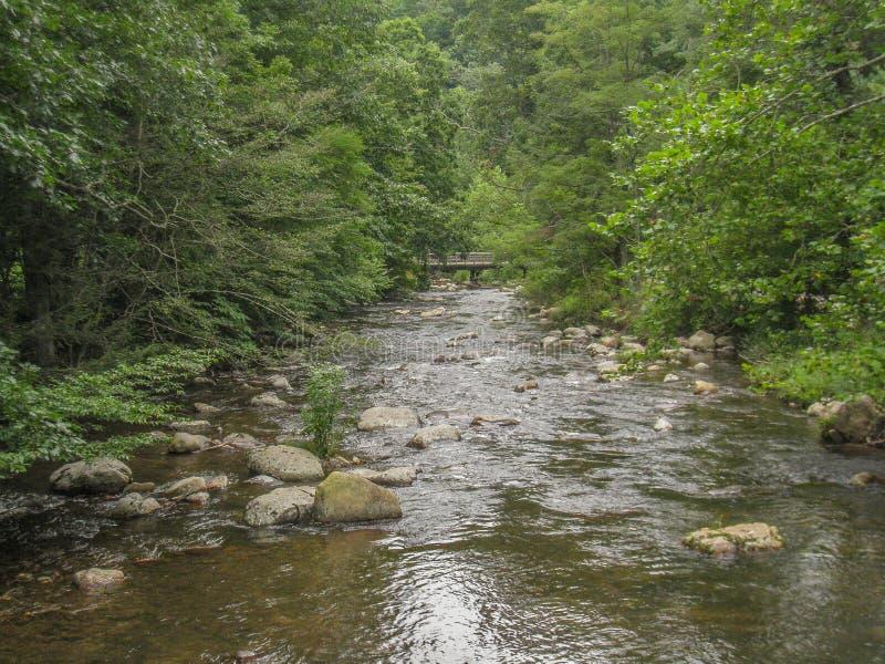 Rochers en Whitetop Laurel Creek photos stock