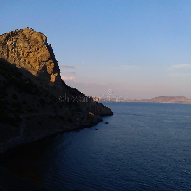 Roches à la mer images libres de droits