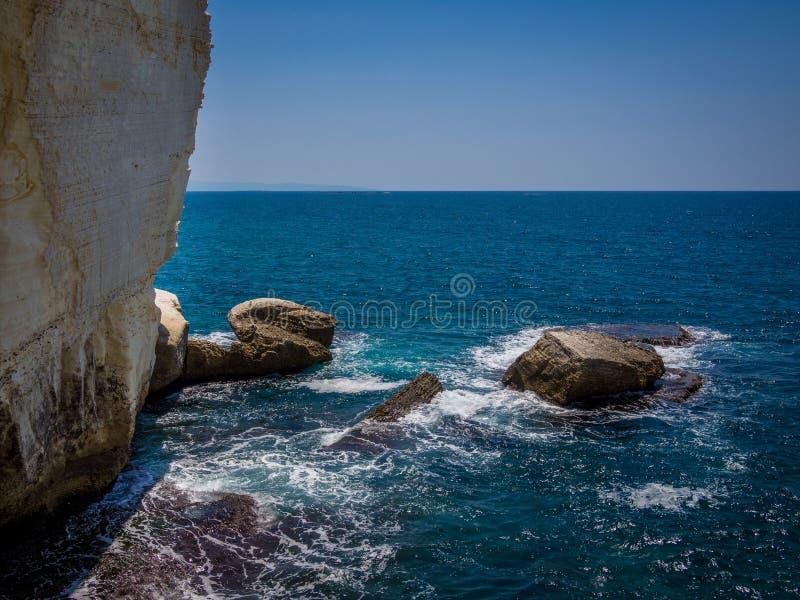Roches blanches de parc de Rosh HaNikra photos libres de droits