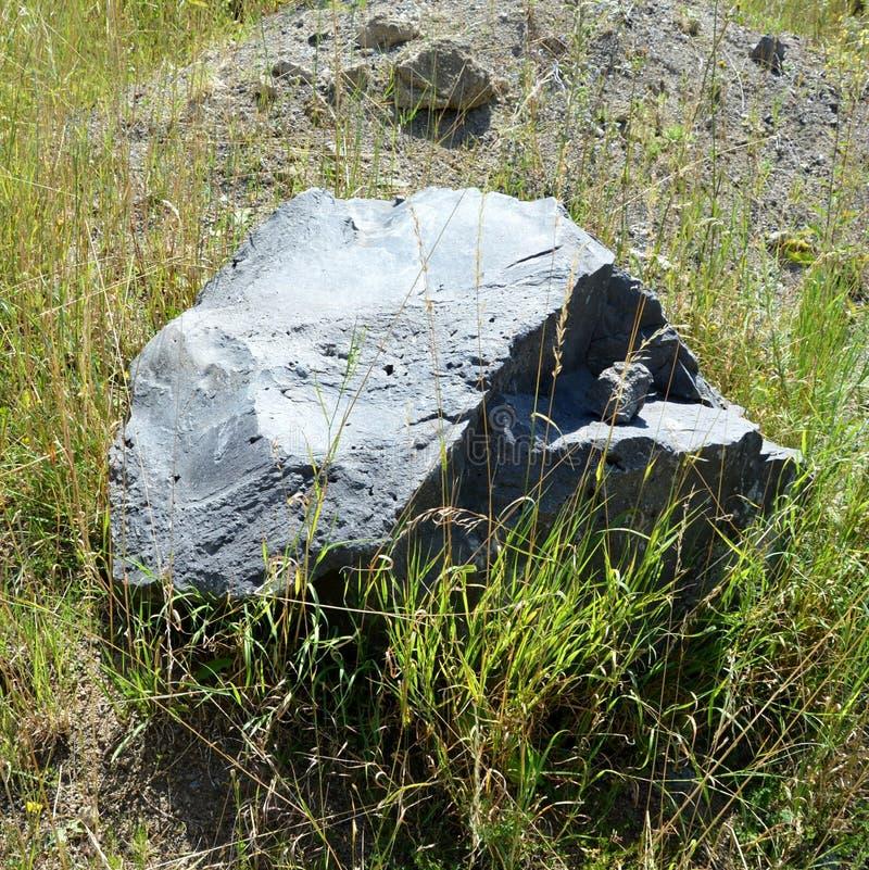 Roches de colonnes de basalte dans Racos, la Transylvanie photos stock
