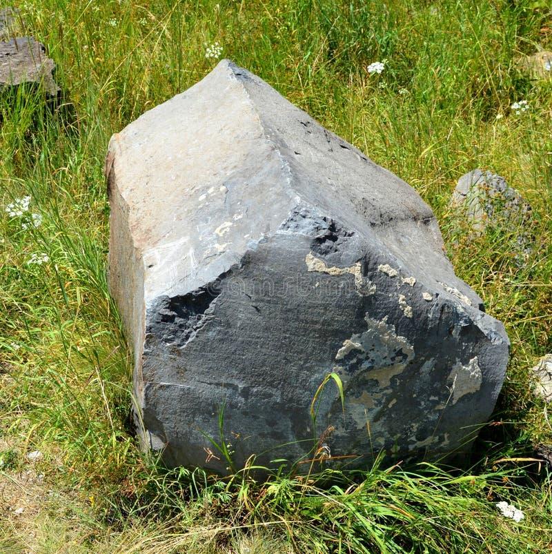 Roches de colonnes de basalte dans Racos, la Transylvanie photo stock