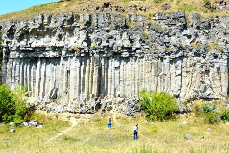 Roches de colonnes de basalte dans Racos, la Transylvanie photo libre de droits