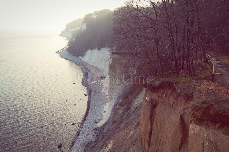 Download Roches De Falaise De Craie D'île De Rugen Au Parc National Jasmund Photo stock - Image du rétro, plage: 76078782