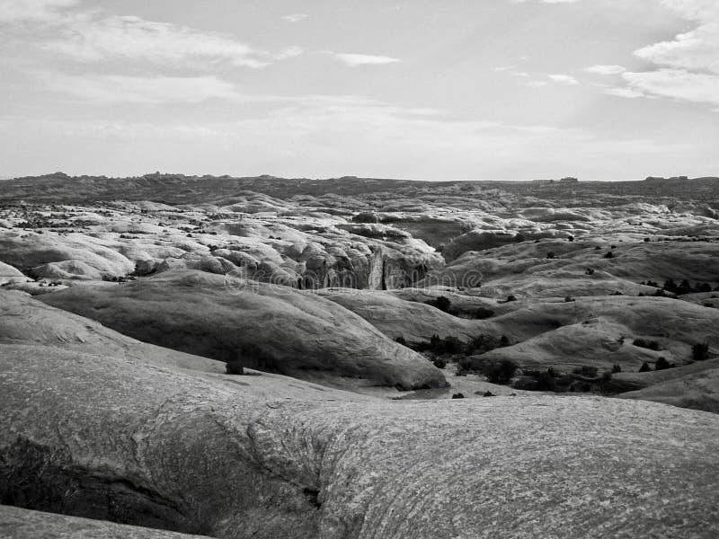Roches de grès près de Moab Utah - noir et blanc photo stock