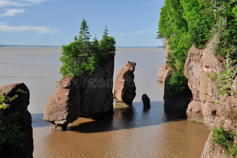 Roches de Hopewell à la marée élevée photographie stock