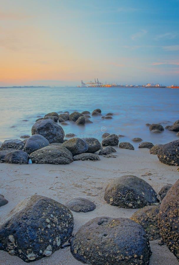 Roches de la plage #1 de Punggol photographie stock
