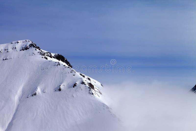 Roches de Milou en brouillard photographie stock