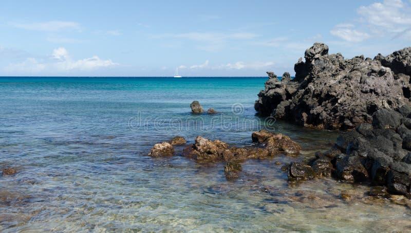 Roches de plage de Waialea image stock
