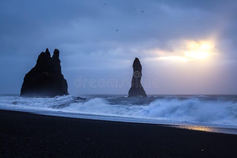 Roches de Reynisdrangar, Islande images stock