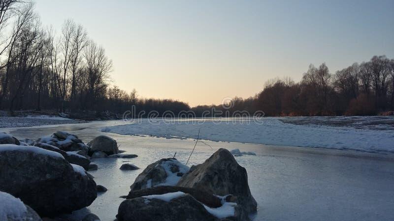 Roches de rivière images libres de droits