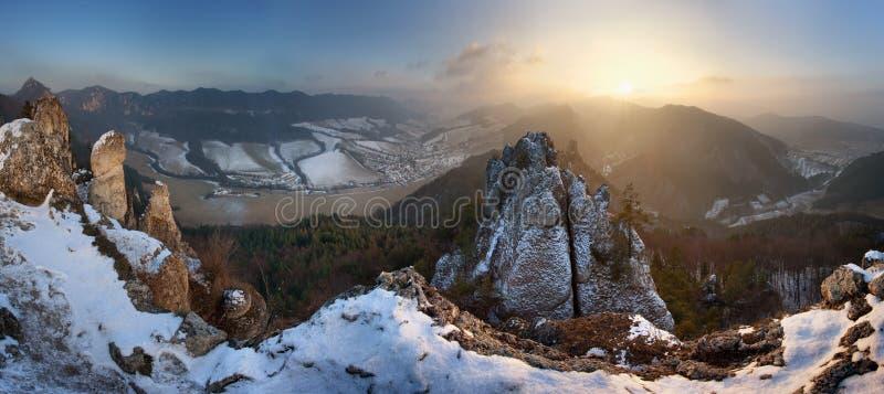 Roches de Sulov à l'hiver photographie stock