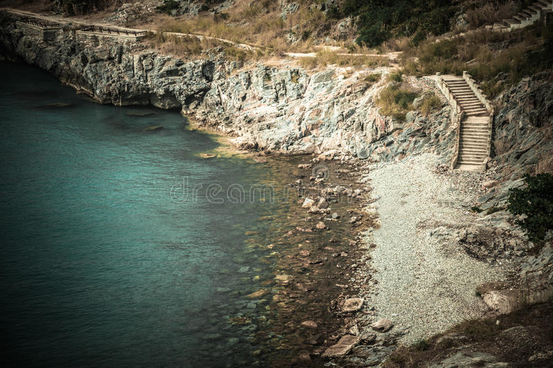 Roches et mer photo stock