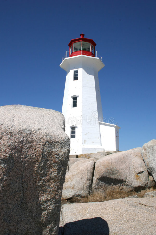 Download Roches et phare photo stock. Image du rochers, granit, pierres - 743120