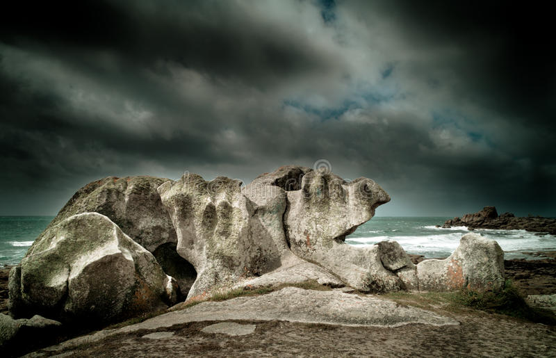 Roches mystérieuses dans brittany images stock