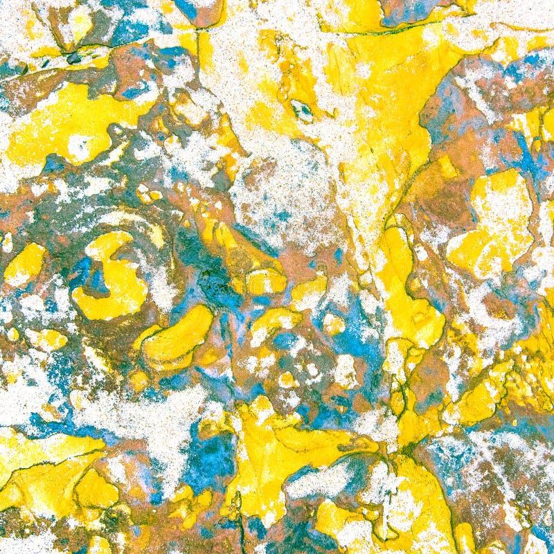 Roches sédimentaires colorées constituées par l'accumulation milieux, modèles et textures naturels de couches de roche de sédimen image libre de droits