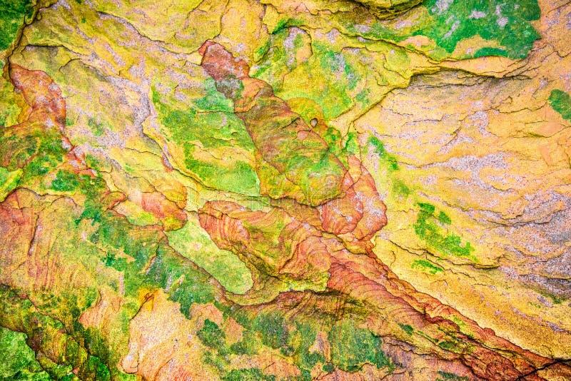 Roches sédimentaires colorées constituées par l'accumulation milieux, modèles et textures naturels de couches de roche de sédimen photo libre de droits