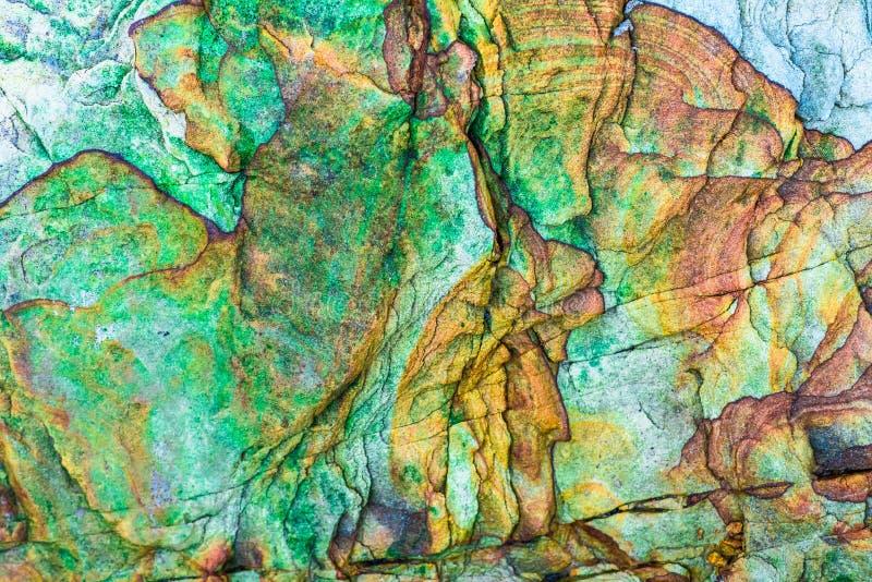 Roches sédimentaires colorées constituées par l'accumulation milieux, modèles et textures naturels de couches de roche de sédimen photo stock