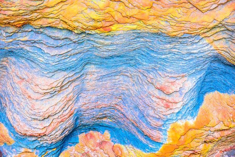 Roches sédimentaires colorées constituées par l'accumulation milieux, modèles et textures naturels de couches de roche de sédimen images stock