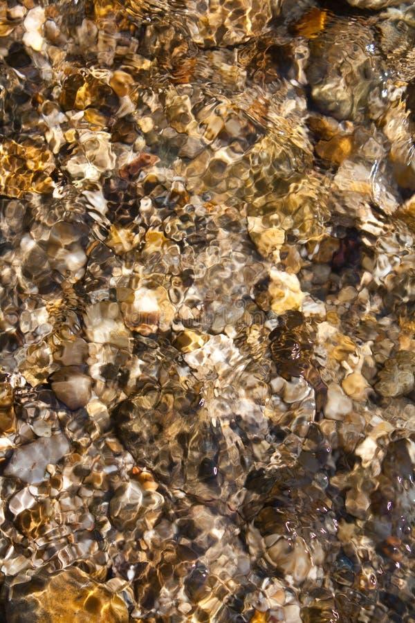 Roches sous l'eau photo stock