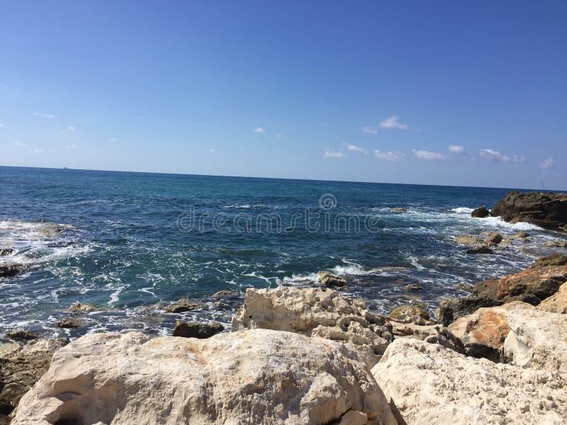 Roches sur la plage photographie stock