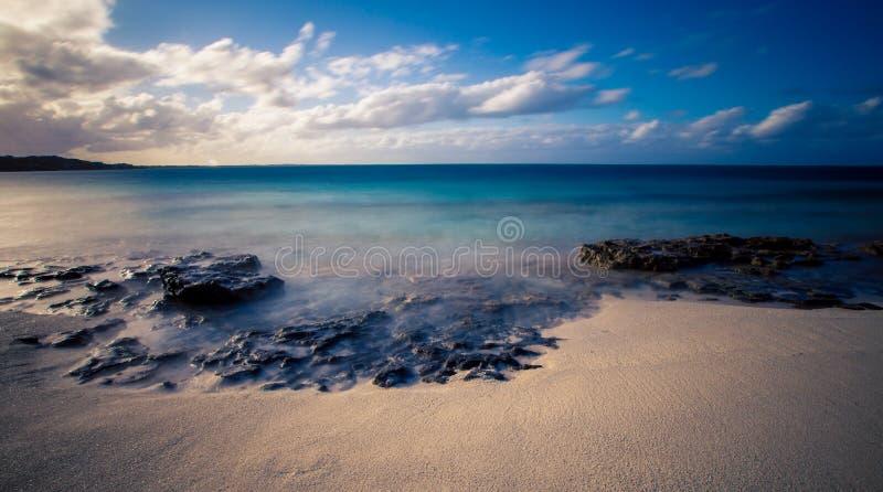 Roches sur la plage de baie de grâce images libres de droits