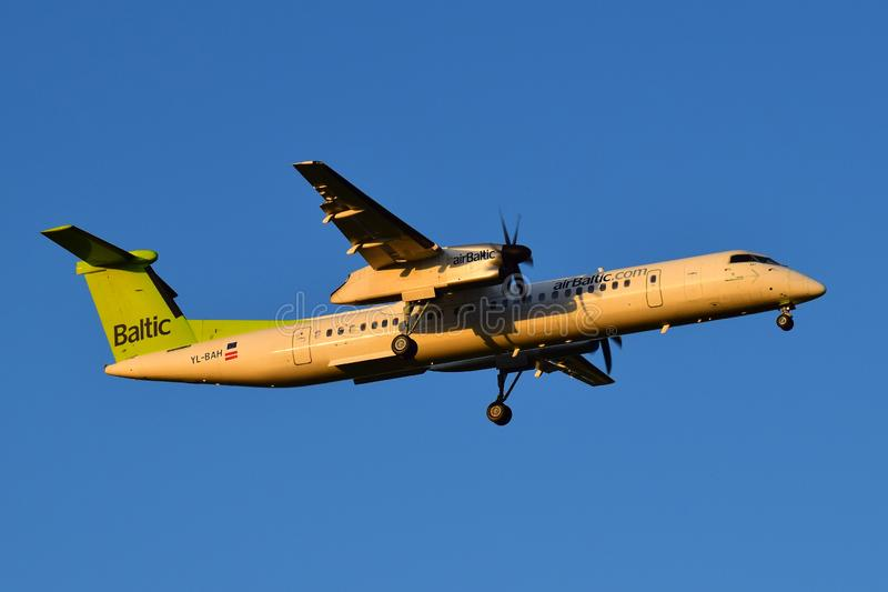 Rociada 8 del bombardero de AirBaltic fotografía de archivo