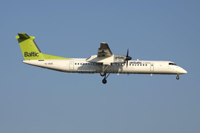 Rociada 8 Q400 del bombardero de AirBaltic fotos de archivo