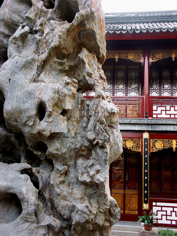 Free Rock And Classic Building In Chinese Garden Royalty Free Stock Images - 6201709