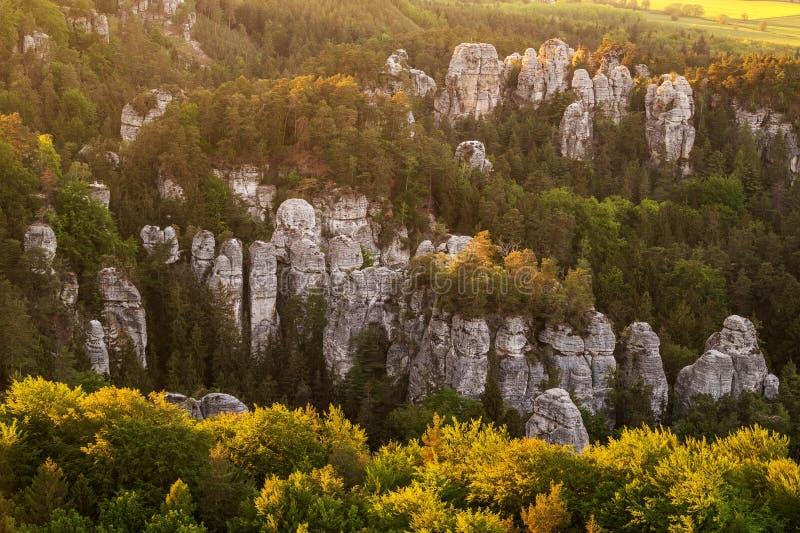 Rock city in Bohemian Paradise en République tchèque sur photo aérienne photographie stock libre de droits