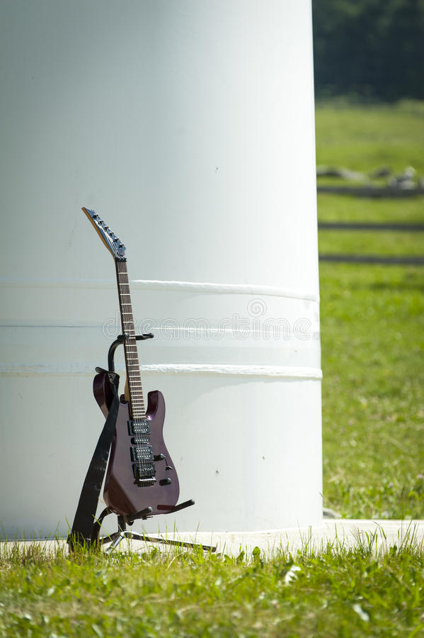 Free Rock Eletric Guitar Standing In Its Carrier Stock Images - 26770254