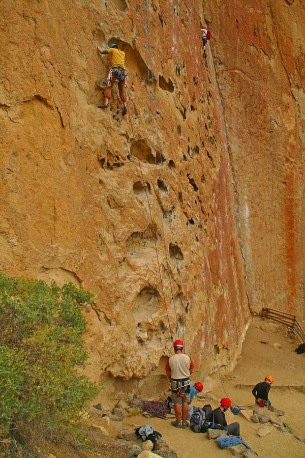 rock för klättrareframsidagropar arkivbild
