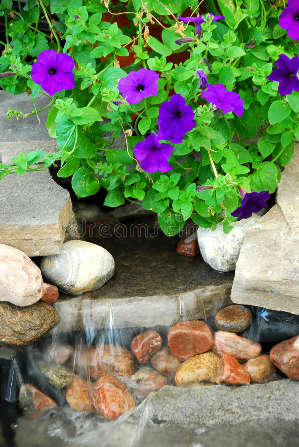 Free Rock Fountain Stock Image - 906051