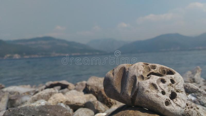 Rock vid havet royaltyfri bild