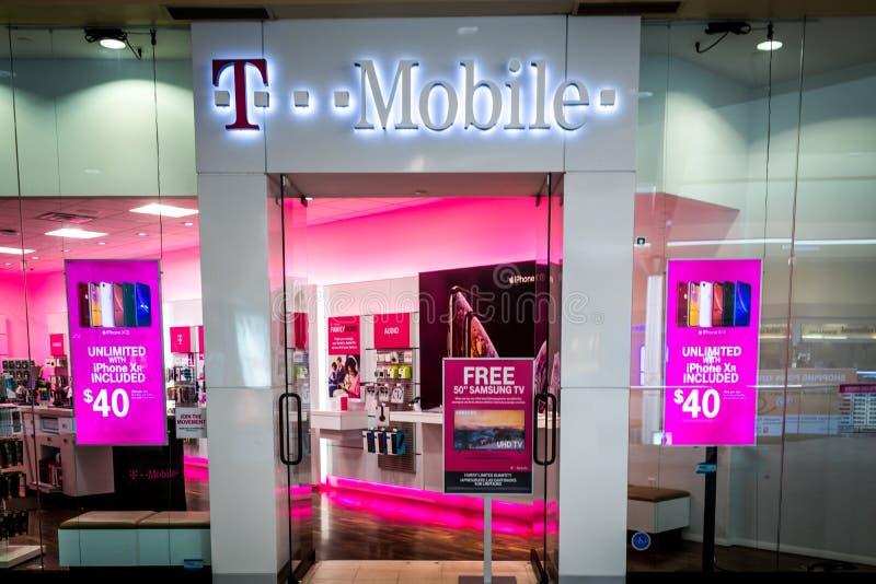 Rockaway, NJ - 11 Ιανουαρίου 2019: Κατάστημα της Τ-Mobile στις εκπτώσεις διαφήμισης λεωφόρων Rockaway στοκ εικόνες με δικαίωμα ελεύθερης χρήσης