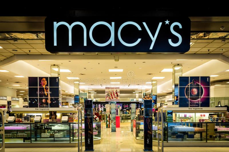 Rockaway, NJ - 11 Ιανουαρίου 2019: Κατάστημα Macy στις εκπτώσεις διαφήμισης λεωφόρων Rockaway στοκ εικόνες