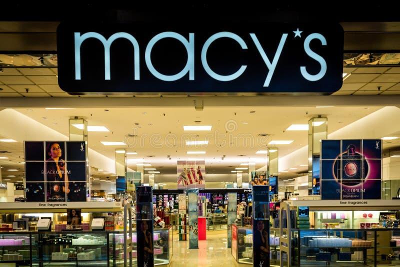 Rockaway, NJ - 11 Ιανουαρίου 2019: Κατάστημα Macy στις εκπτώσεις διαφήμισης λεωφόρων Rockaway στοκ φωτογραφία