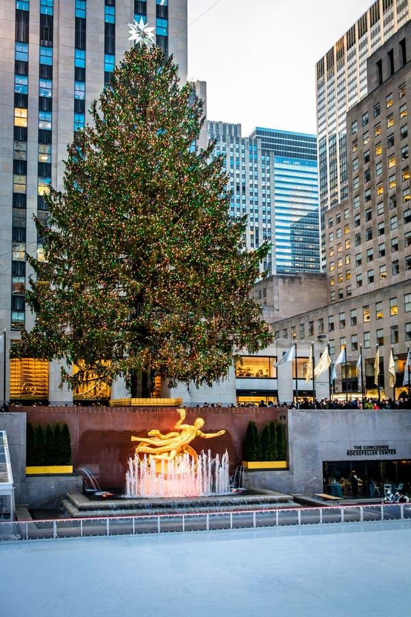 Rockefeller centrum dekorował choinki - Nowy Jork, usa obraz stock