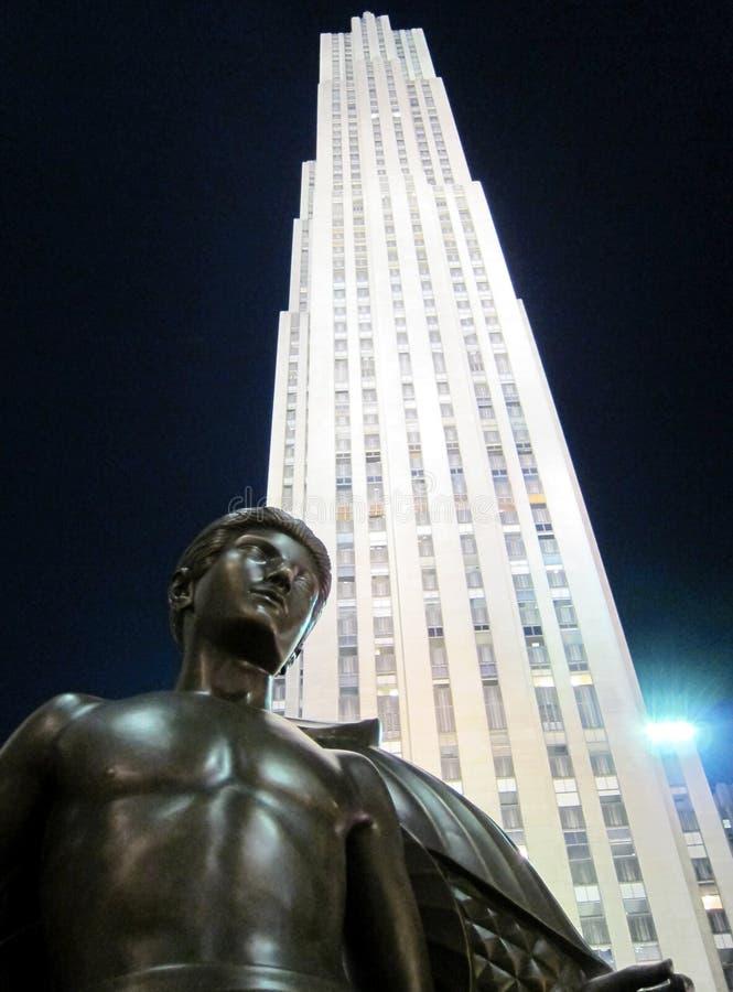Rockefeller mitt på natten royaltyfria bilder